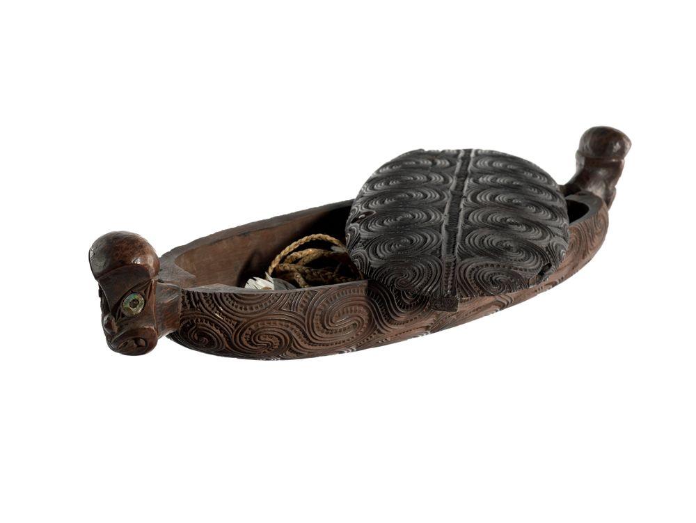 MA_I041539_TePapa_Wakahuia-treasure-box_preview
